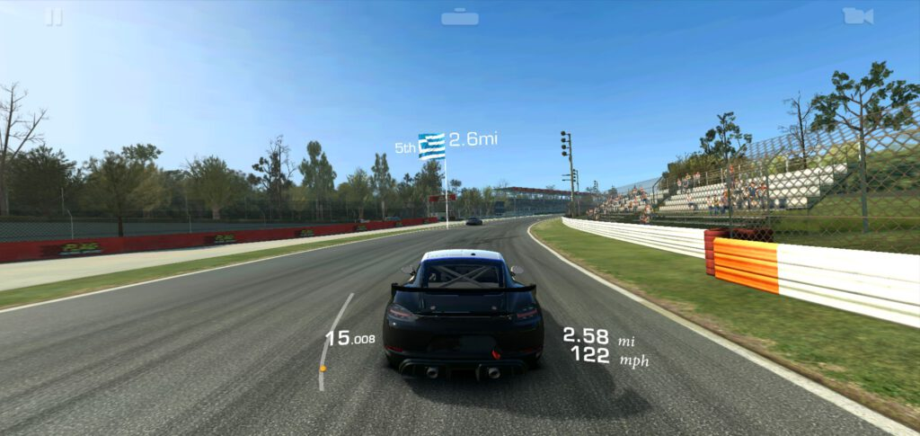 Jogo de corrida Real Racing 3, para celulares.